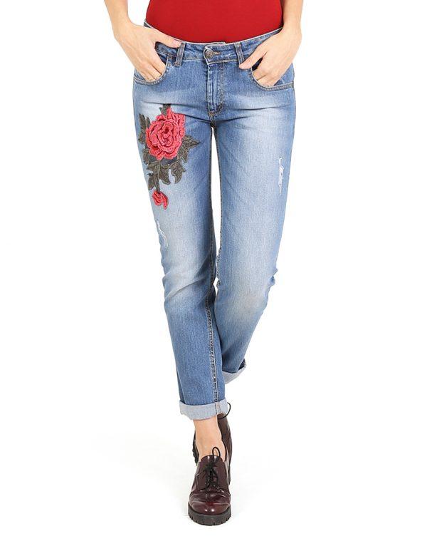Πετροπλυμμένο τζιν παντελόνι με απλικέ λουλούδι