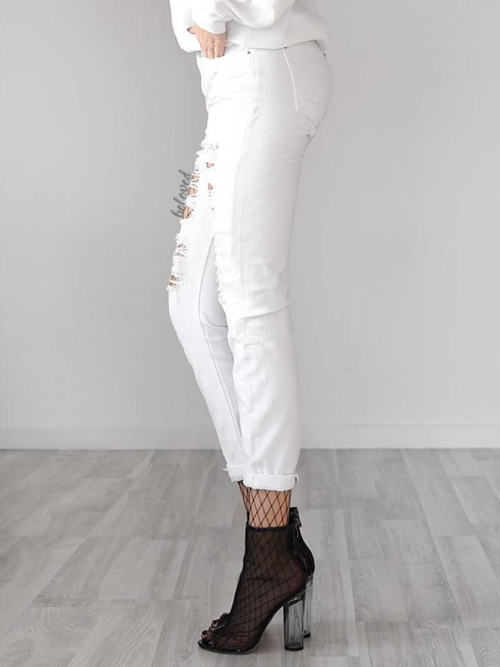 RIPPED WHITE BOYFRIEND JEANS 2