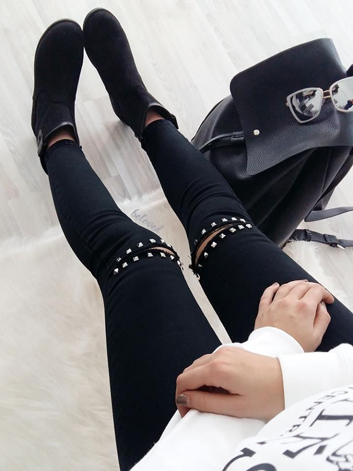 BLACK KNEE STUDS RIPPED JEANS 2